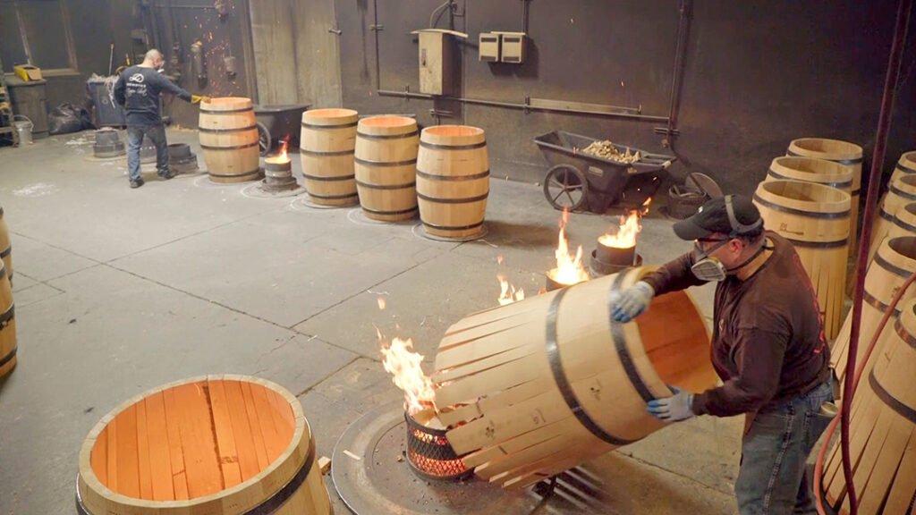 烘烤橡木桶